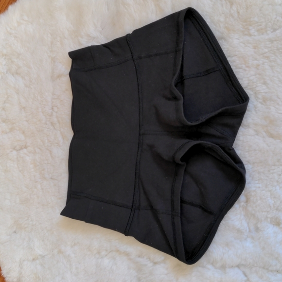 Lululemon short black shorts xs 4 yoga running excercise bike high rise